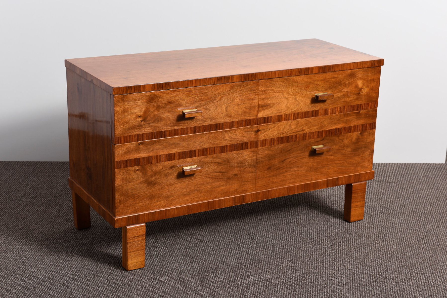 franz sische art deco kommode aus nussholz furnier 1935 bei pamono kaufen. Black Bedroom Furniture Sets. Home Design Ideas