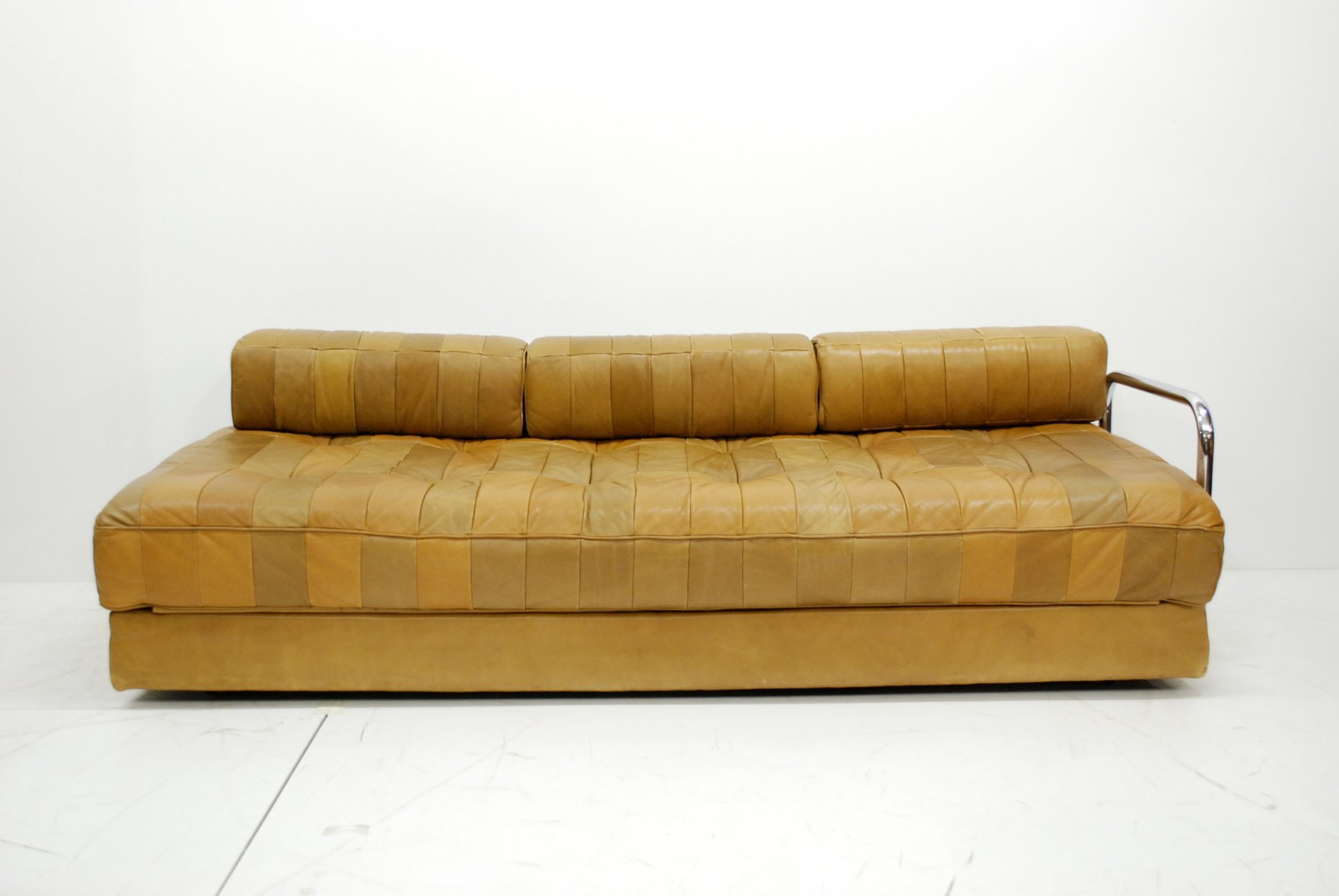 vintage caramel ds 80 schlafsofa aus leder von de sede bei pamono kaufen. Black Bedroom Furniture Sets. Home Design Ideas