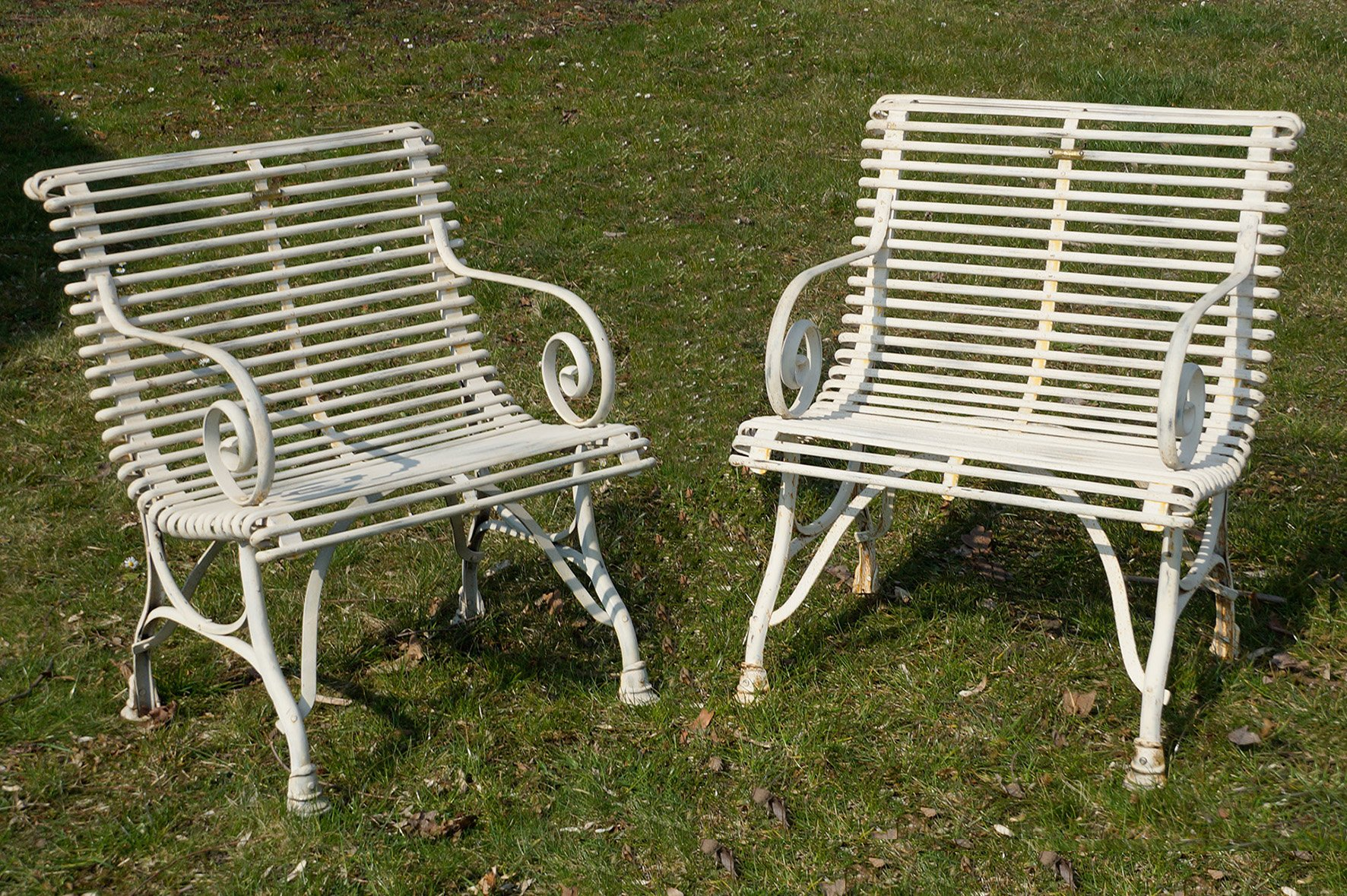 Se da giardino in ferro battuto con braccioli Francia inizio XX secolo set di 2