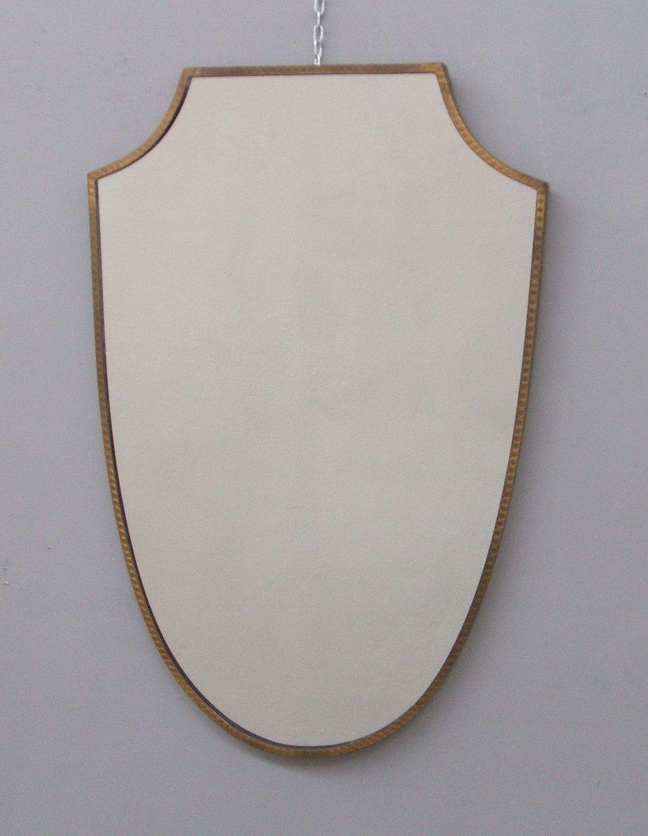 italienischer spiegel mit messing in wappenschild optik 1950er bei pamono kaufen. Black Bedroom Furniture Sets. Home Design Ideas