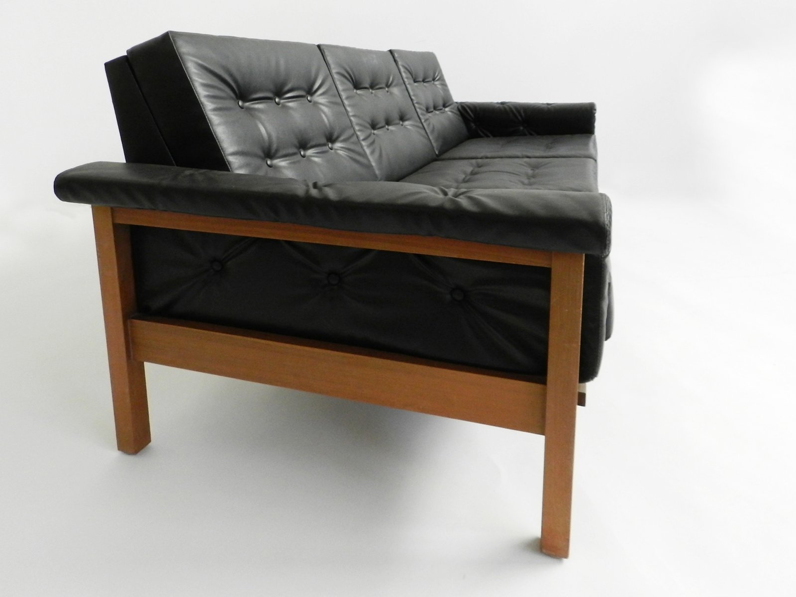 schwarzes d nisches mid century skai drei sitzer sofa bei pamono kaufen. Black Bedroom Furniture Sets. Home Design Ideas