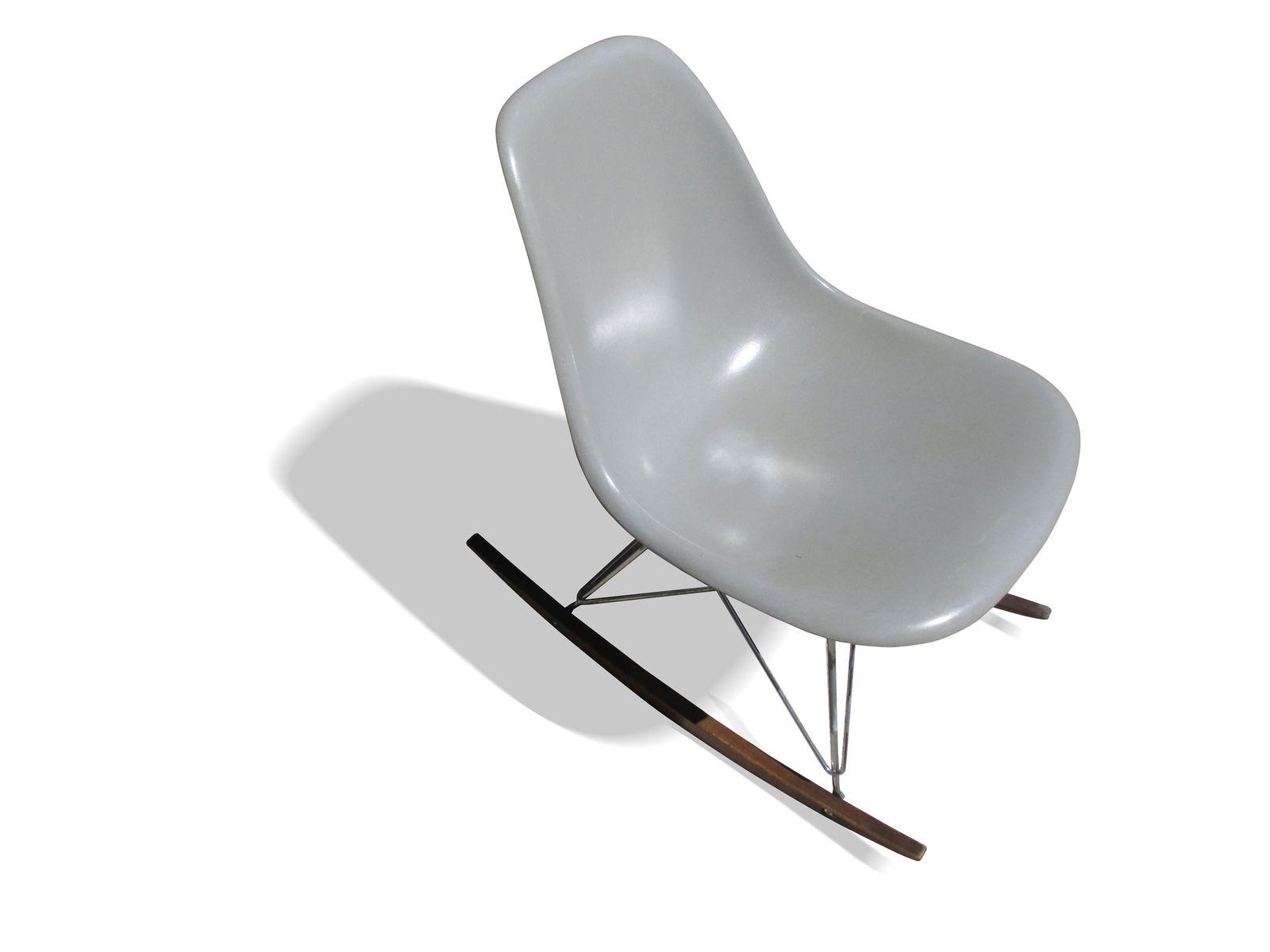 grauer schaukelstuhl von charles ray eames f r herman miller 1960er bei pamono kaufen. Black Bedroom Furniture Sets. Home Design Ideas