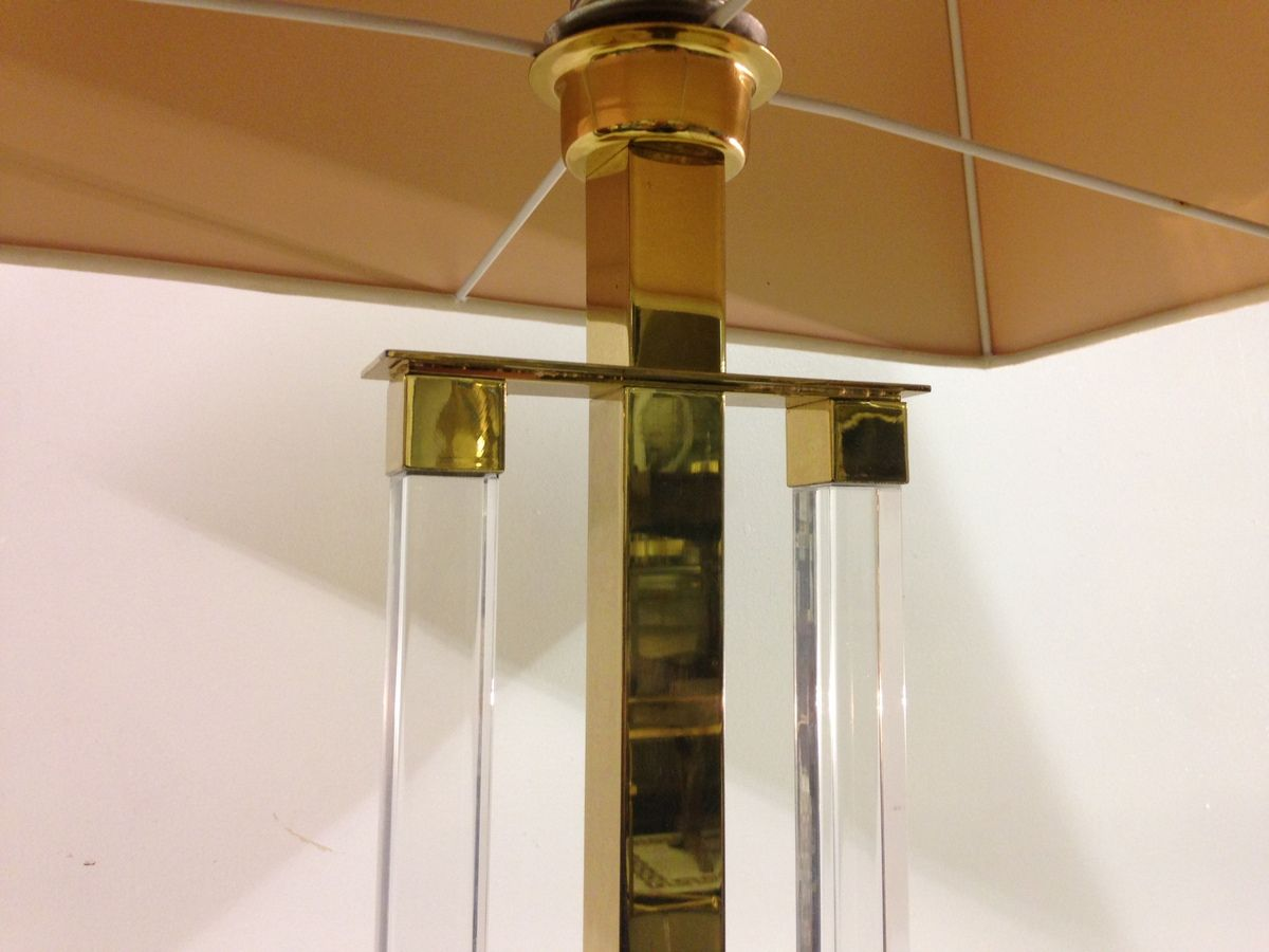 tischlampe aus plexiglas messing 1970er bei pamono kaufen. Black Bedroom Furniture Sets. Home Design Ideas