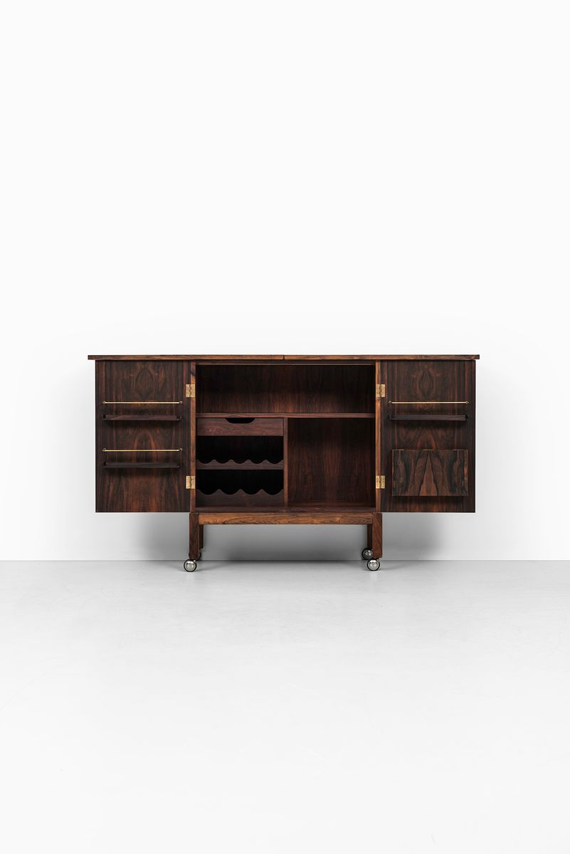 norwegian 39 times 39 brass and rosewood bar cabinet by. Black Bedroom Furniture Sets. Home Design Ideas