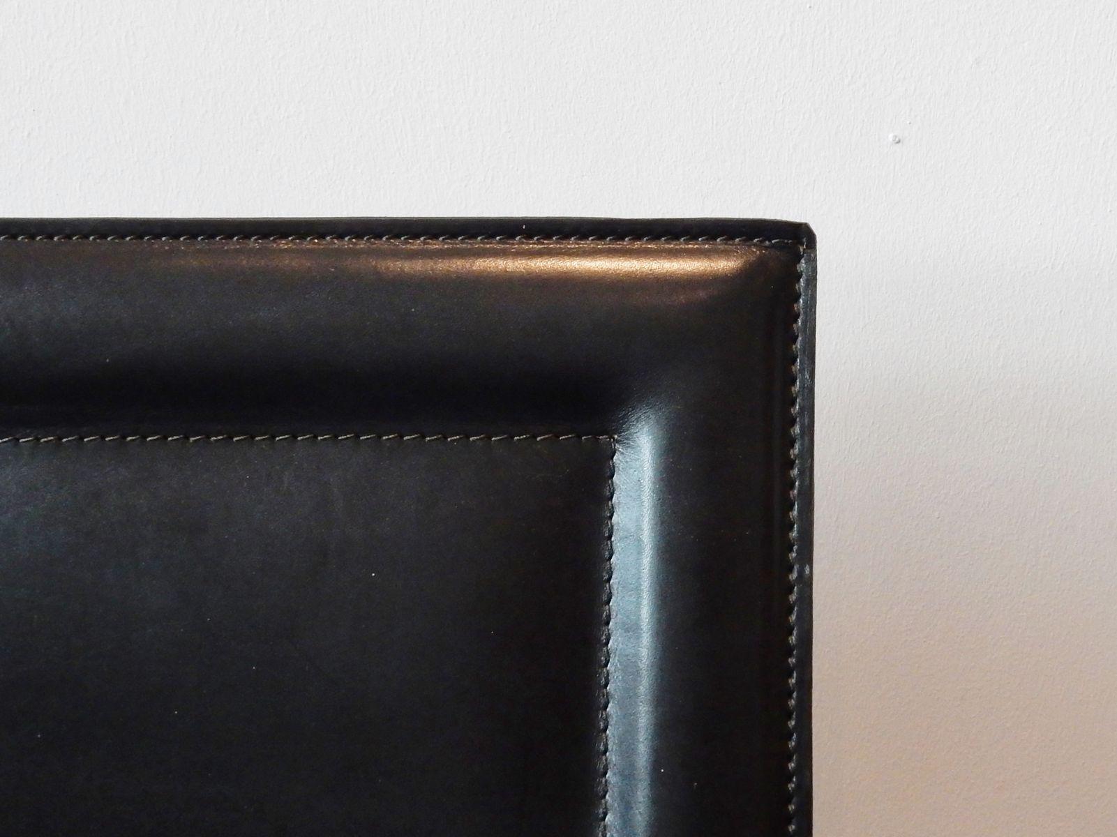 italienische vintage armlehnst hle aus schwarzem leder. Black Bedroom Furniture Sets. Home Design Ideas
