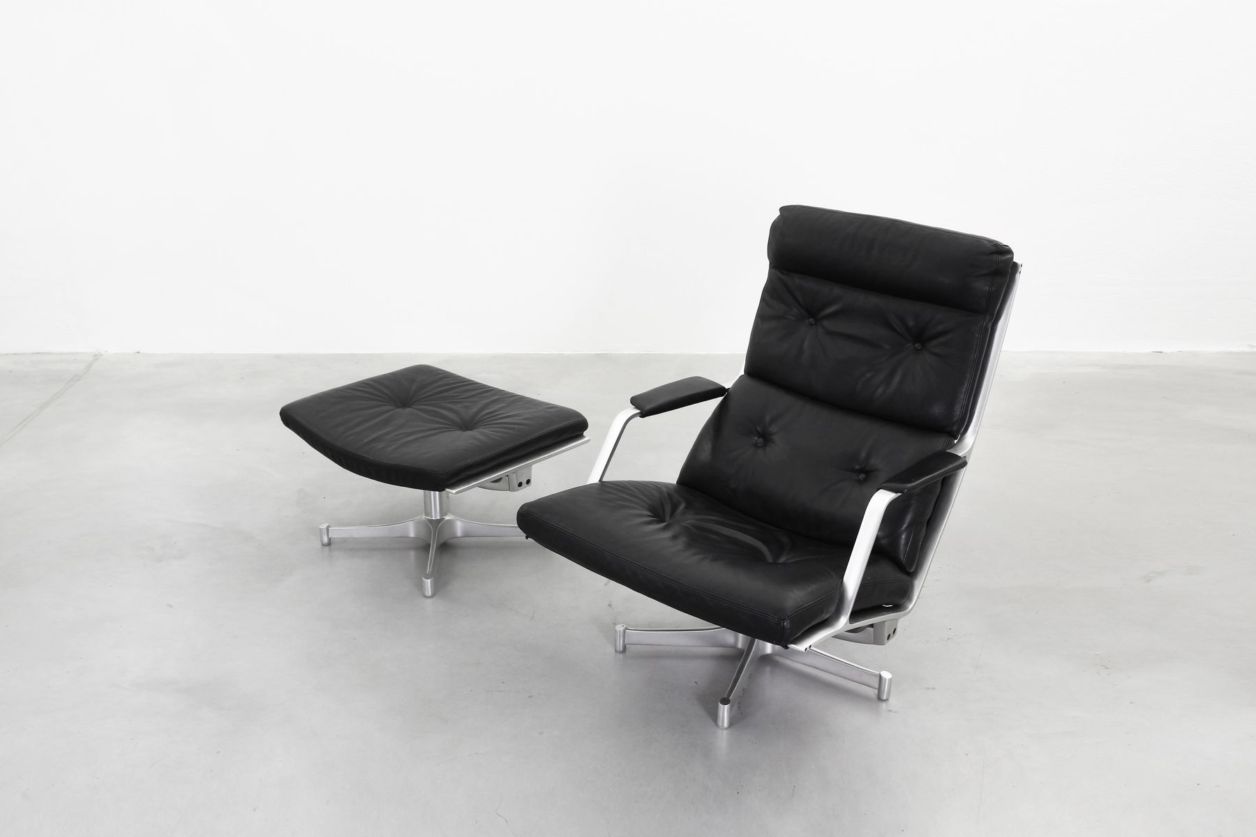 black leather recliner htm and fjords in backstore havana chair ottoman mustang ergonomic