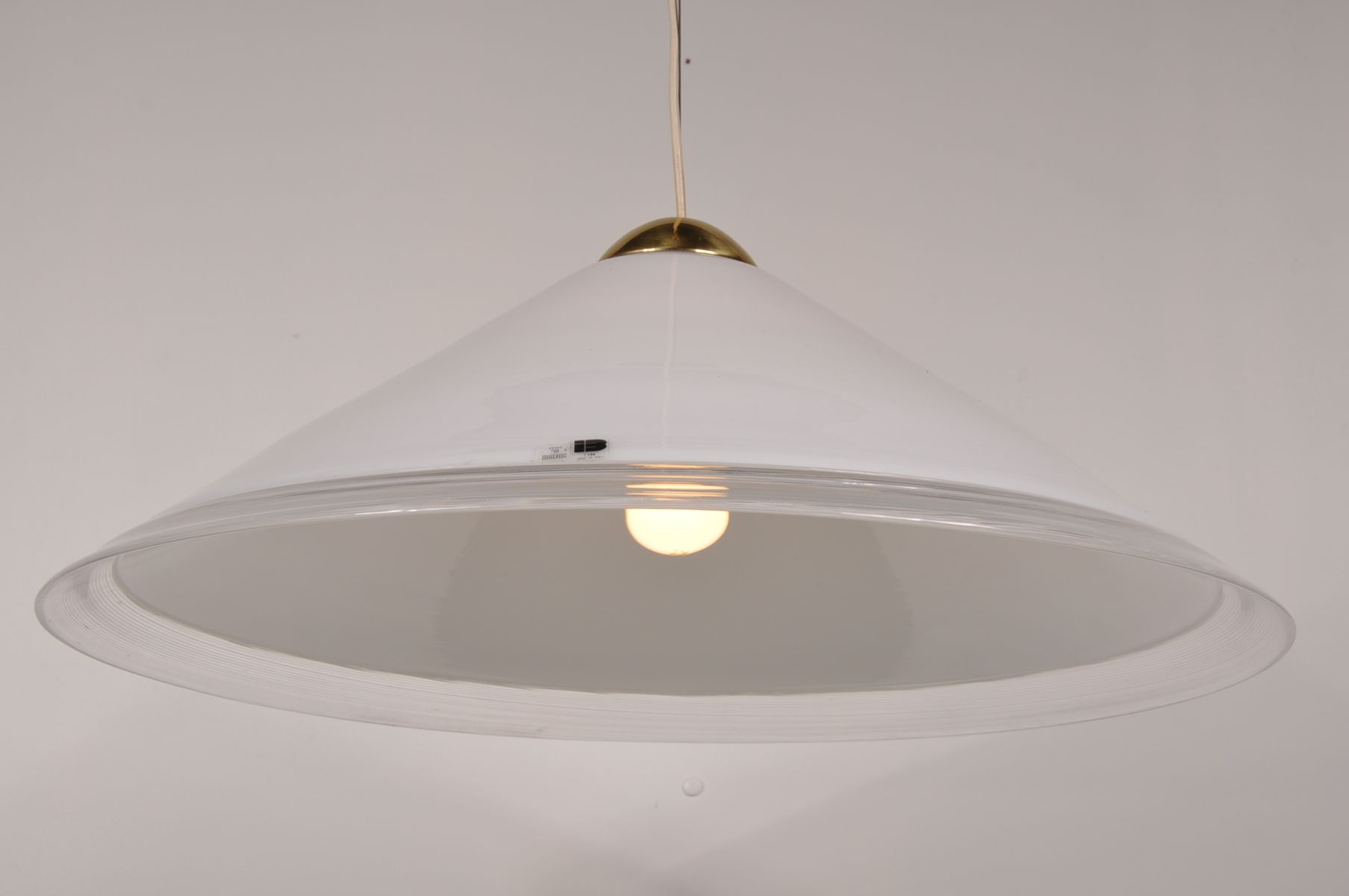 Grosse weisse glas deckenlampe mit messing elementen von for Wei es glas