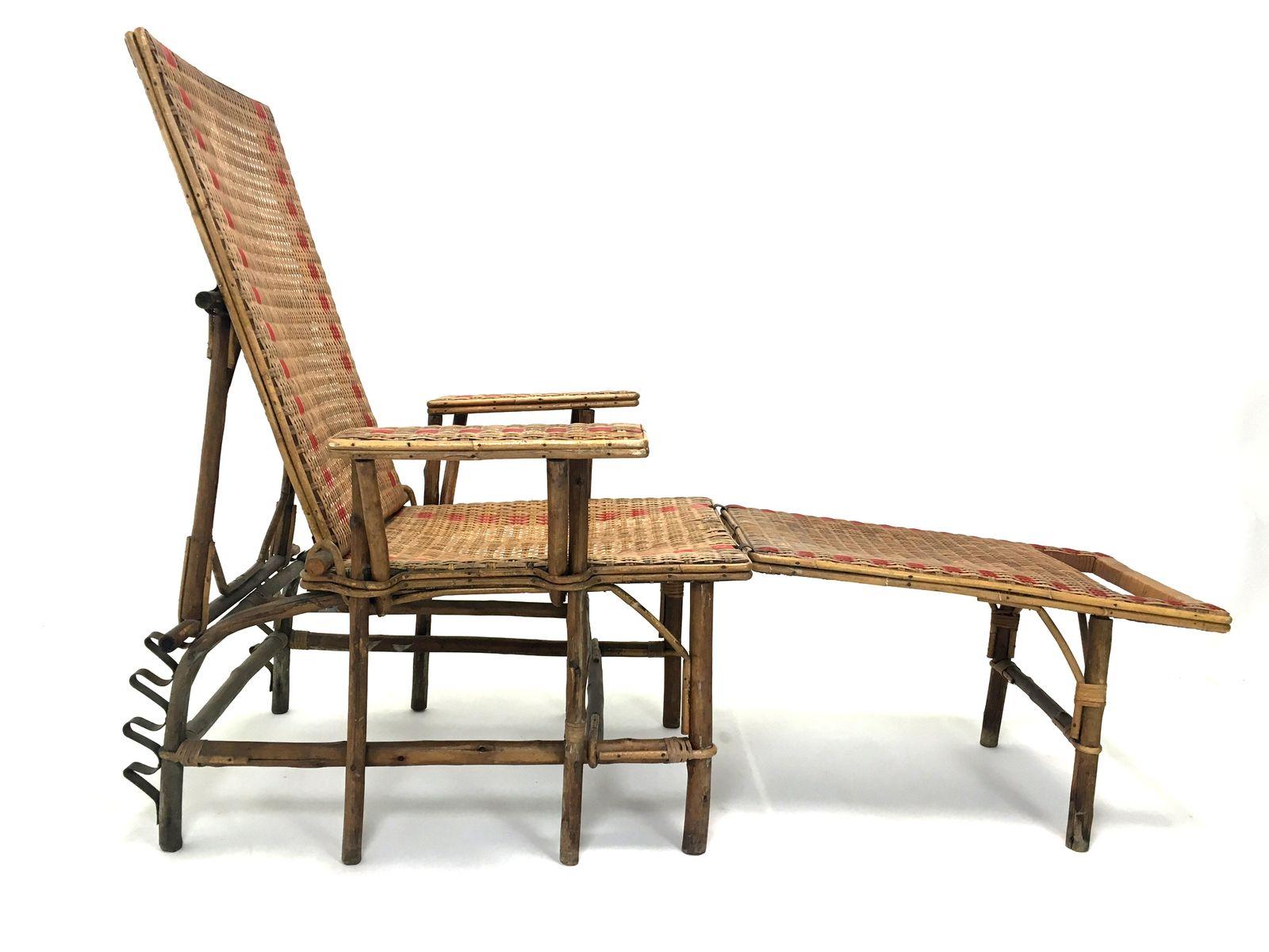 https://cdn10.pamono.com/p/z/1/2/120988_omdpzkqwln/poltrona-con-poggiapiedi-in-vimini-e-bamboo-francia-anni-20-immagine-2.jpg
