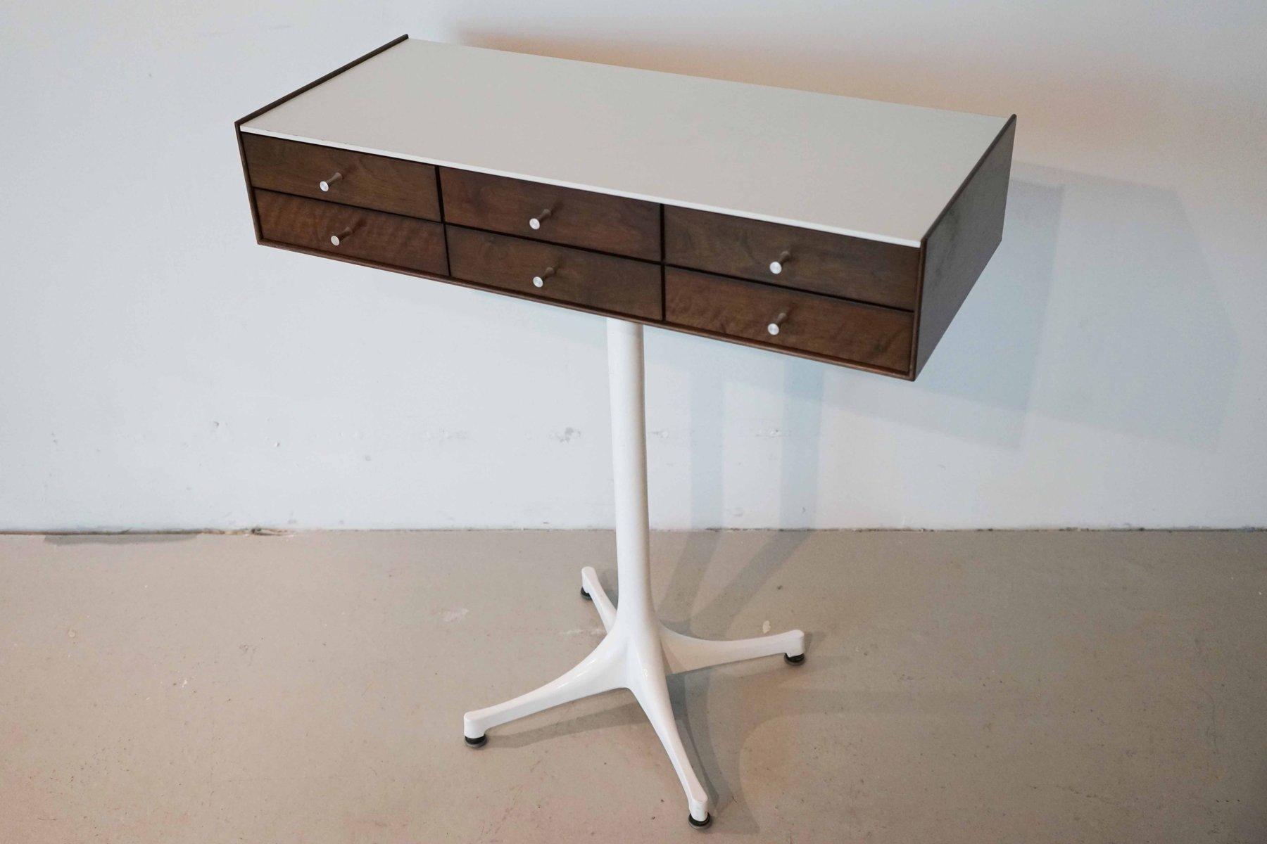 commode bijoux sur pieds 5515 par george nelson pour. Black Bedroom Furniture Sets. Home Design Ideas