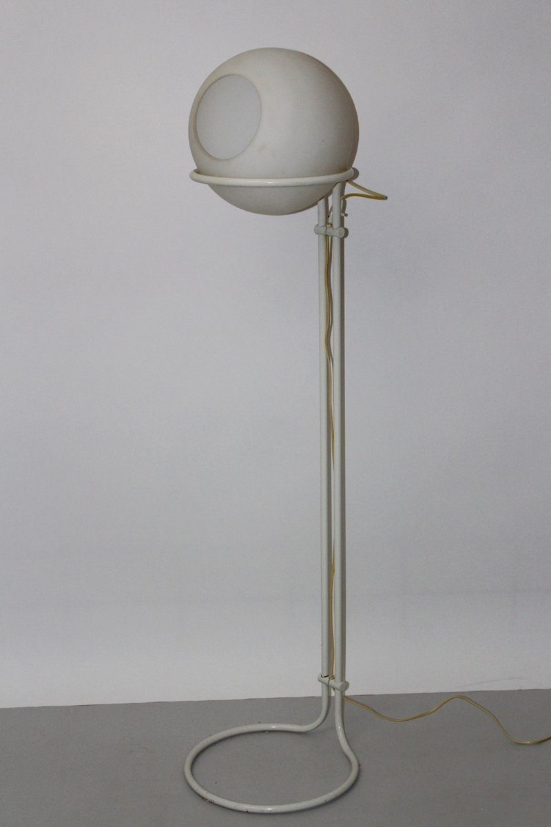 wei e vintage stehlampe aus stahl milchglas bei pamono. Black Bedroom Furniture Sets. Home Design Ideas