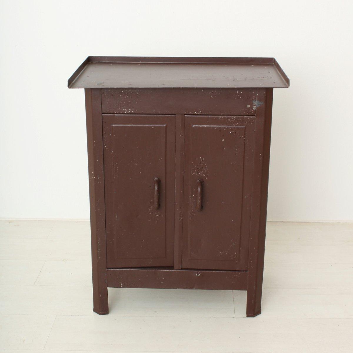 kleiner industrieller vintage metall schrank bei pamono kaufen. Black Bedroom Furniture Sets. Home Design Ideas