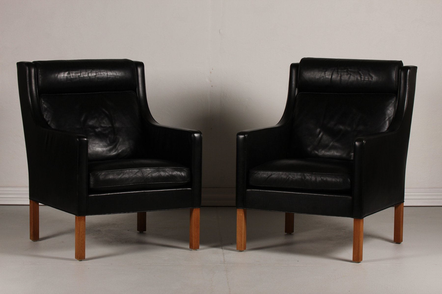 danish 2431 black leather and oak wing chairs by b rge. Black Bedroom Furniture Sets. Home Design Ideas