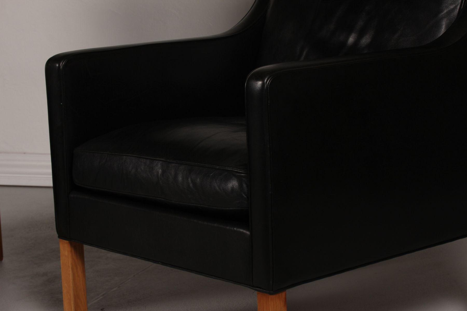 d nische 2431 ohrensessel aus schwarzem leder und eiche. Black Bedroom Furniture Sets. Home Design Ideas