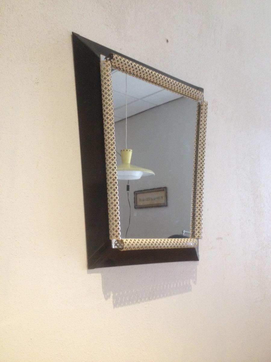 spiegel mit perforiertem metallrahmen in wei und schwarz. Black Bedroom Furniture Sets. Home Design Ideas