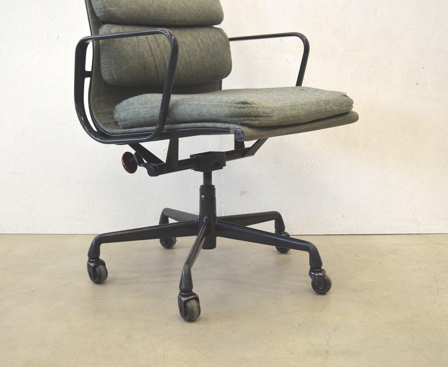 amerikanischer ea217 aluminium b rostuhl von charles ray eames f r herman miller 1950er bei. Black Bedroom Furniture Sets. Home Design Ideas