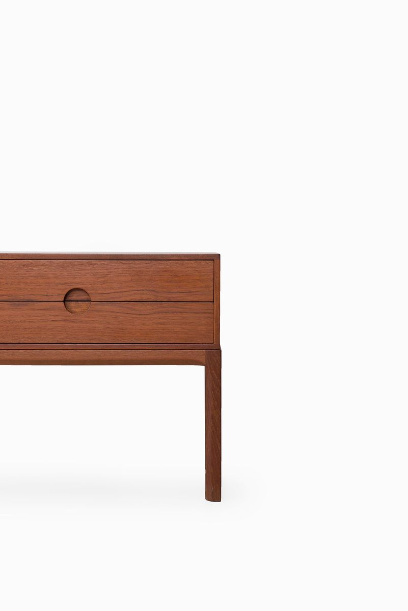 mid century teak kommode und spiegel von aksel kjersgaard f r odder bei pamono kaufen. Black Bedroom Furniture Sets. Home Design Ideas
