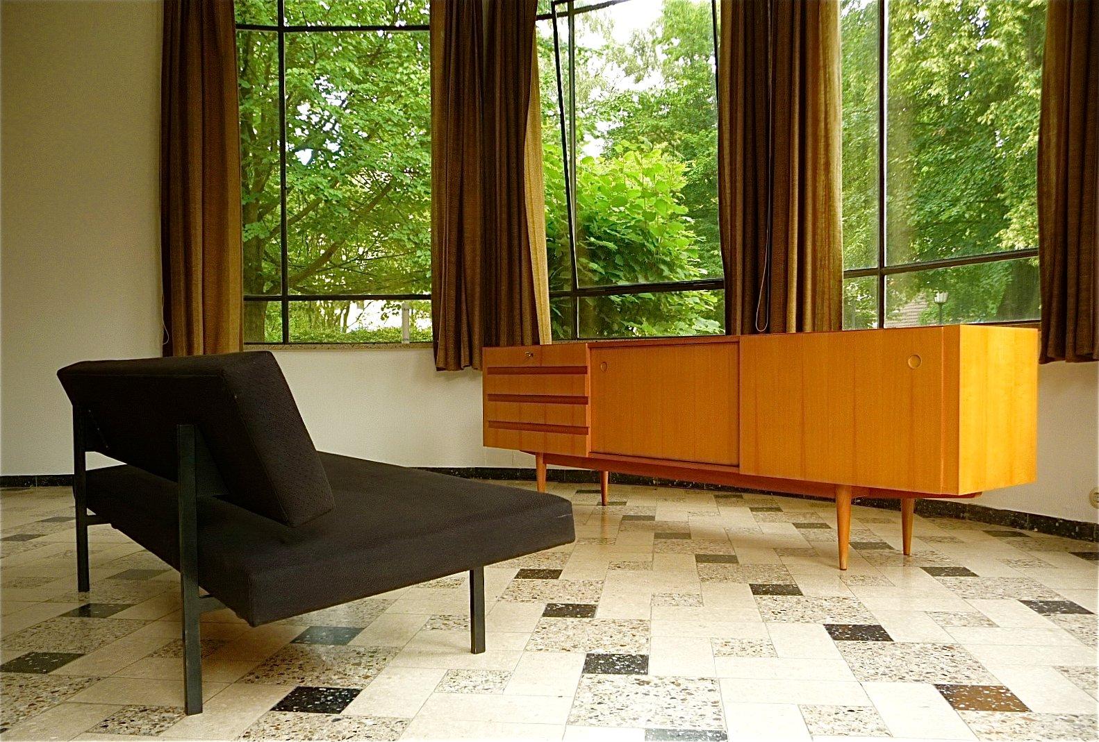 kirschholz sideboard mit schiebet ren von wilhelm renz bei pamono kaufen. Black Bedroom Furniture Sets. Home Design Ideas