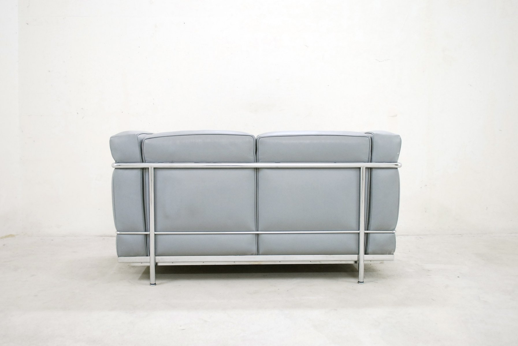 modell lc2 ledersofa von le corbusier f r cassina 1985 bei pamono kaufen. Black Bedroom Furniture Sets. Home Design Ideas