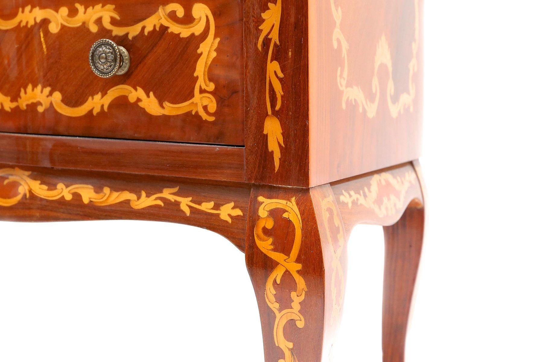Cassettiera per biancheria in stile Luigi XV con intarsi in ...