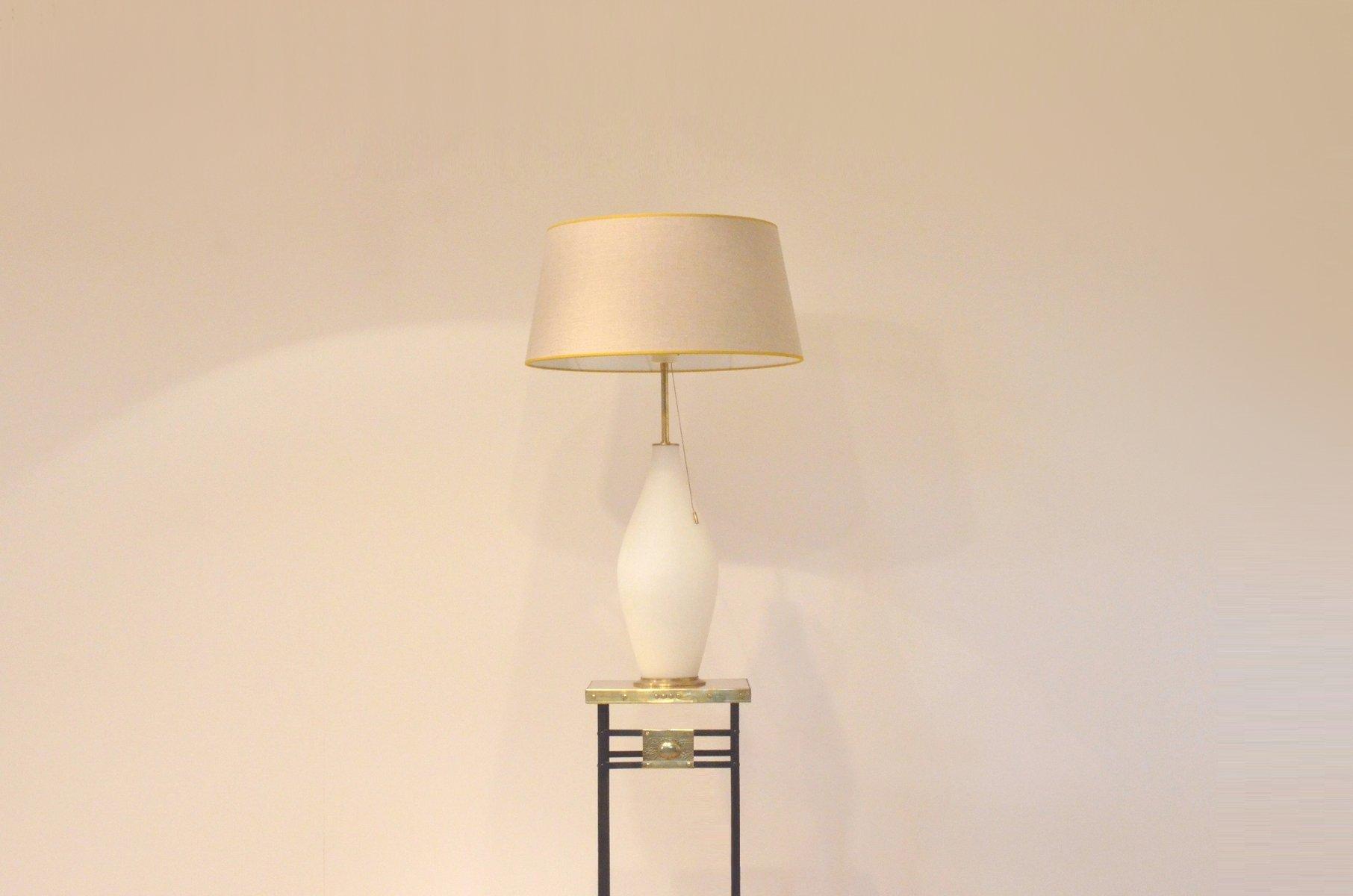 gro e vintage tischlampe aus opalisierendem glas messing von peill putzler bei pamono kaufen. Black Bedroom Furniture Sets. Home Design Ideas