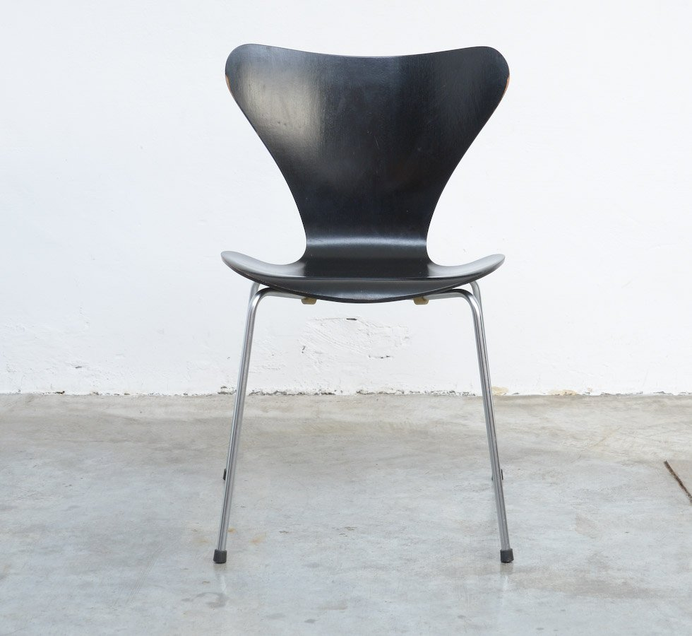 3107 series butterfly chair by arne jacobsen for fritz for Jacobsen chair