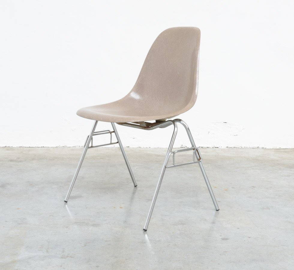 fiberglas stuhl von charles ray eames f r herman miller bei pamono kaufen. Black Bedroom Furniture Sets. Home Design Ideas