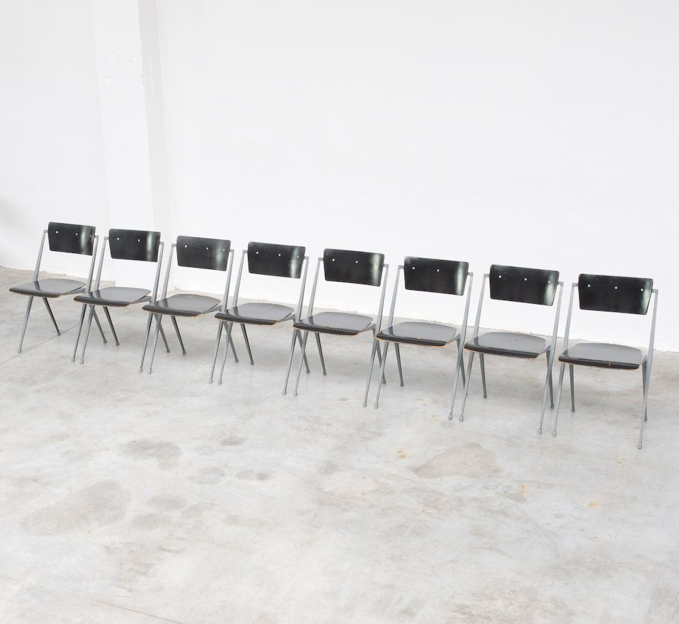 pyramid stuhl von wim rietveld f r de cirkel 1965 bei pamono kaufen. Black Bedroom Furniture Sets. Home Design Ideas