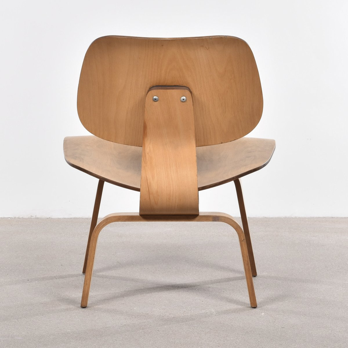 American lcw oak lounge chair by charles ray eames for for Charles eames lounge chair nachbildung