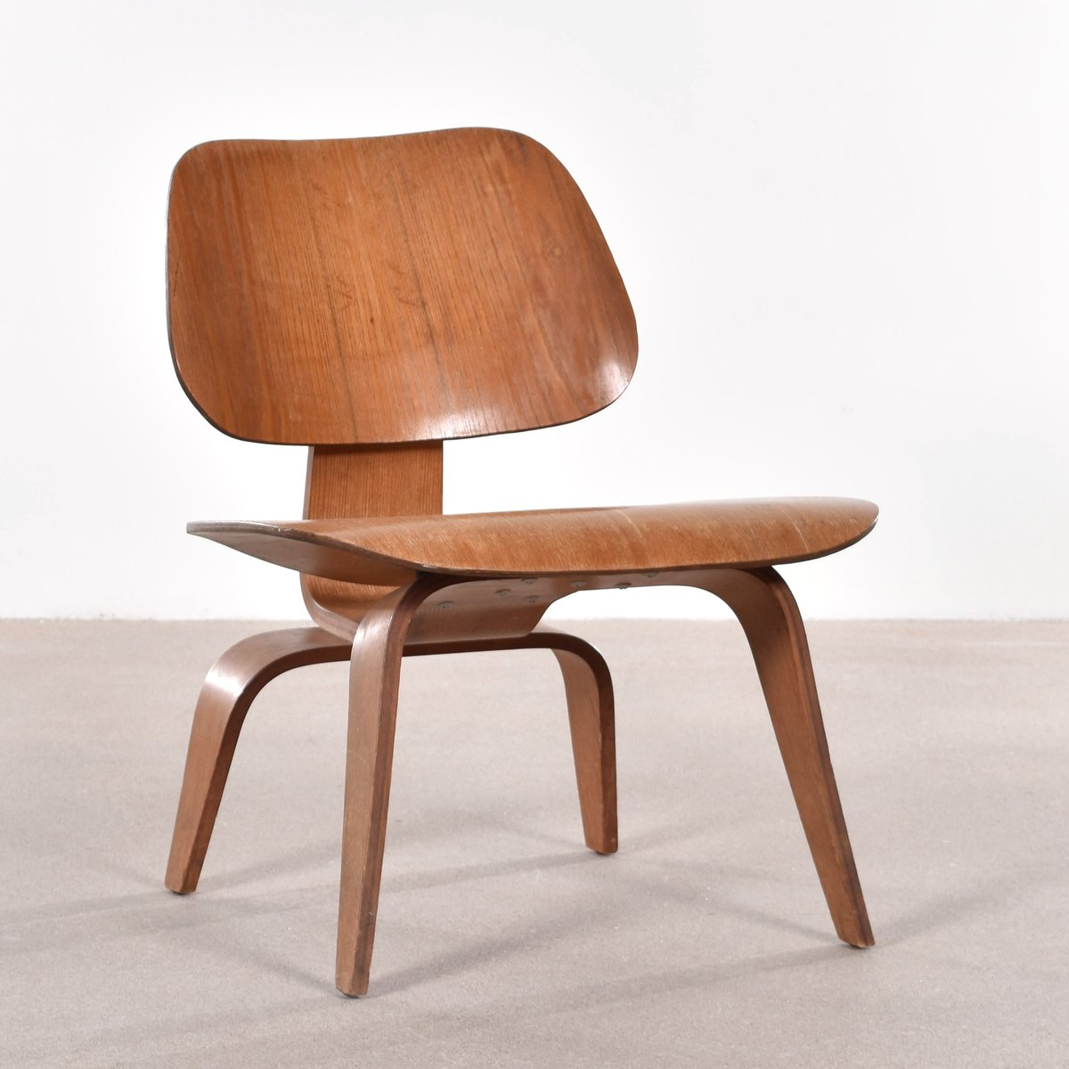 American lcw ash lounge chair by charles ray eames for for Charles eames lounge chair nachbildung