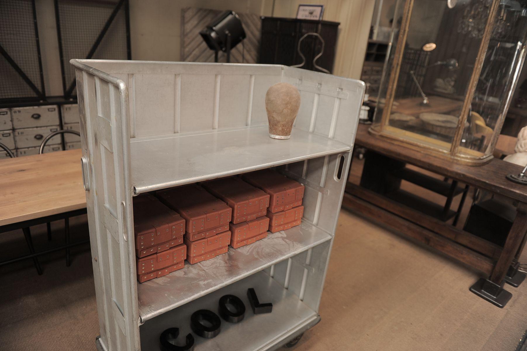 industrielles vintage regal auf rollen bei pamono kaufen. Black Bedroom Furniture Sets. Home Design Ideas