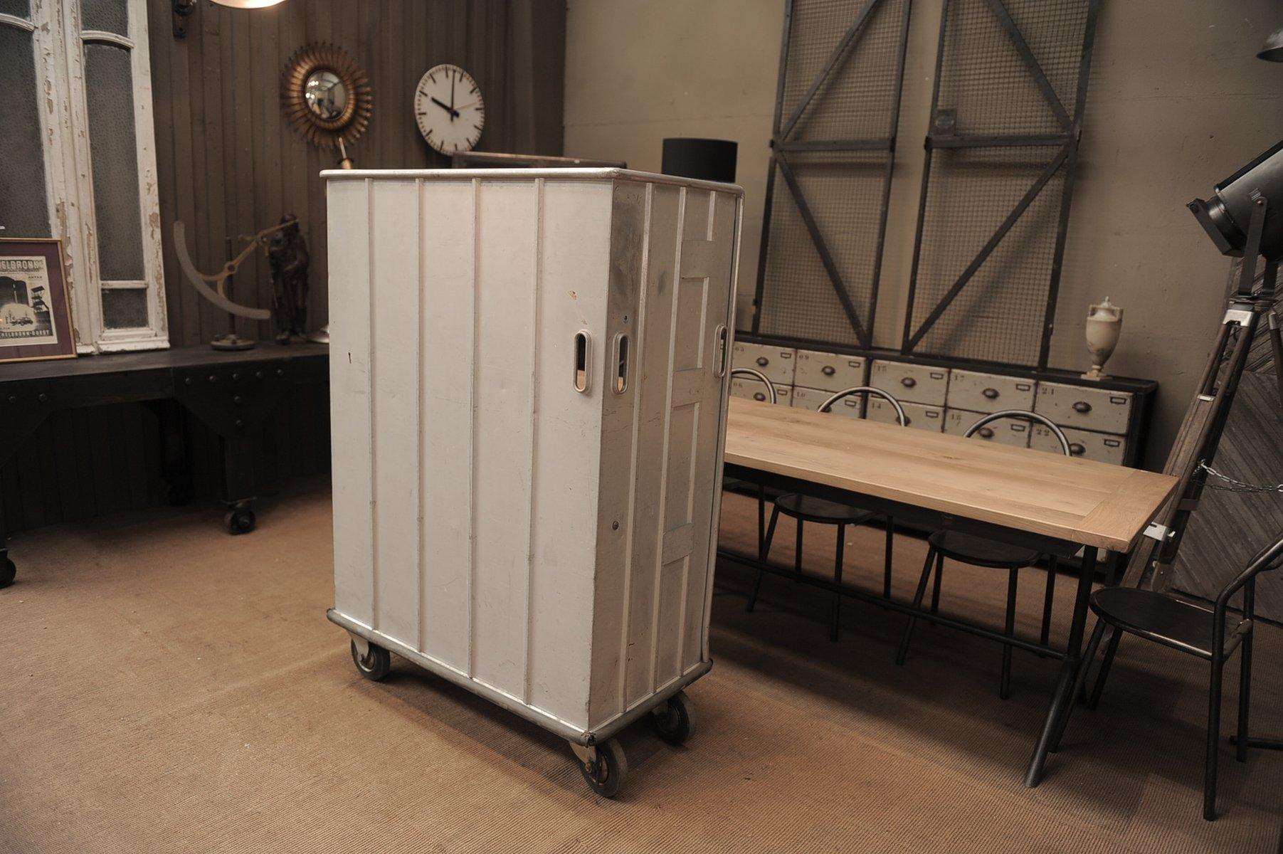 Meuble de rangement vintage industriel roulettes en for Meuble de rangement industriel