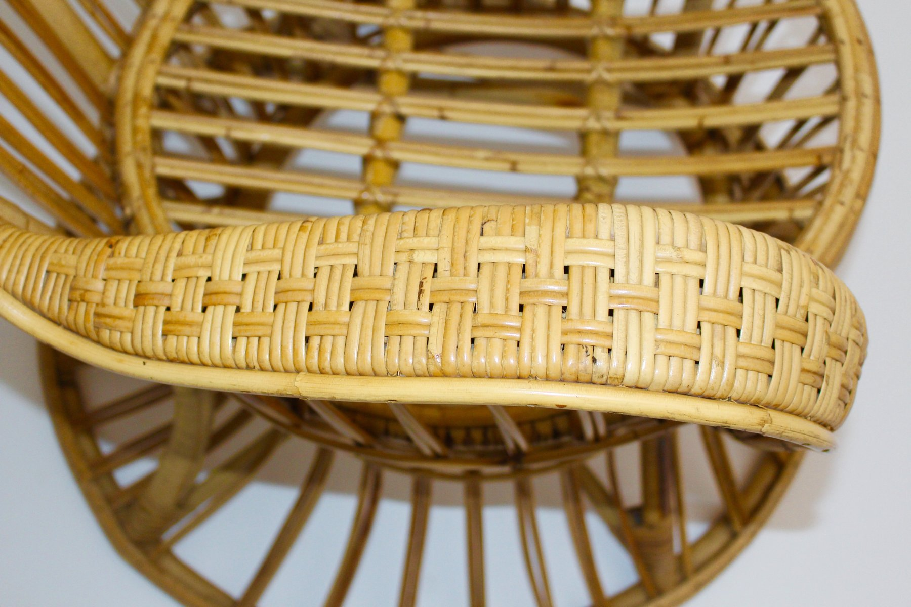 Italian Rattan Peacock Chair by Lio Carminati for sale at Pamono