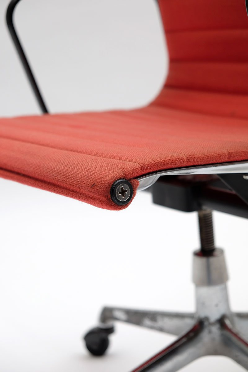 ea117 office armchair by charles ray eames for herman