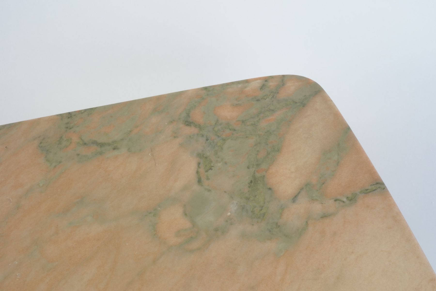 Italienischer Marmor italienischer marmor beistelltisch 1960er bei pamono kaufen