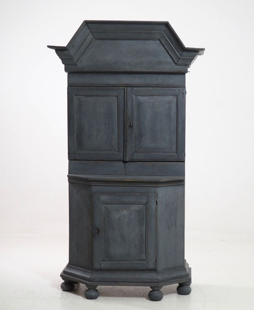 Antique Swedish Baroque Cabinet with Original Lock - Antique Swedish Baroque Cabinet With Original Lock For Sale At Pamono