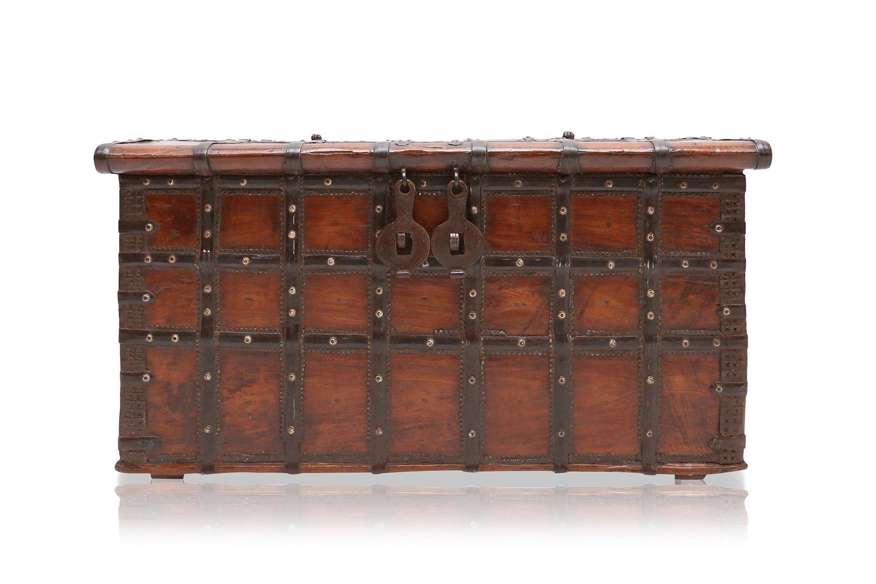 Schrank Spanisch antike spanische holz metall truhe bei pamono kaufen