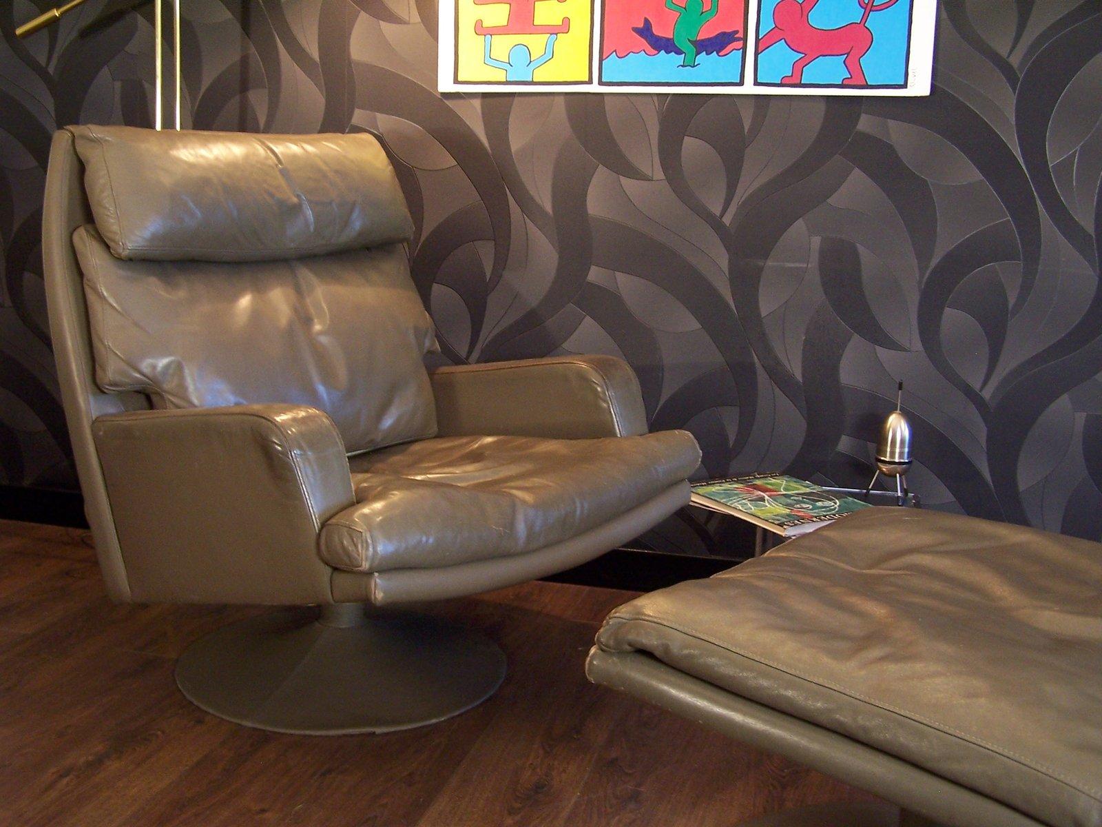 gro er vintage leder drehsessel und ottomane von akwita. Black Bedroom Furniture Sets. Home Design Ideas