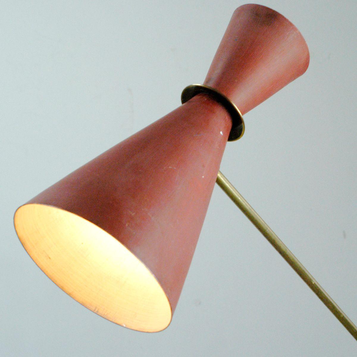 mid century modern messing stehlampe mit rot lackiertem. Black Bedroom Furniture Sets. Home Design Ideas