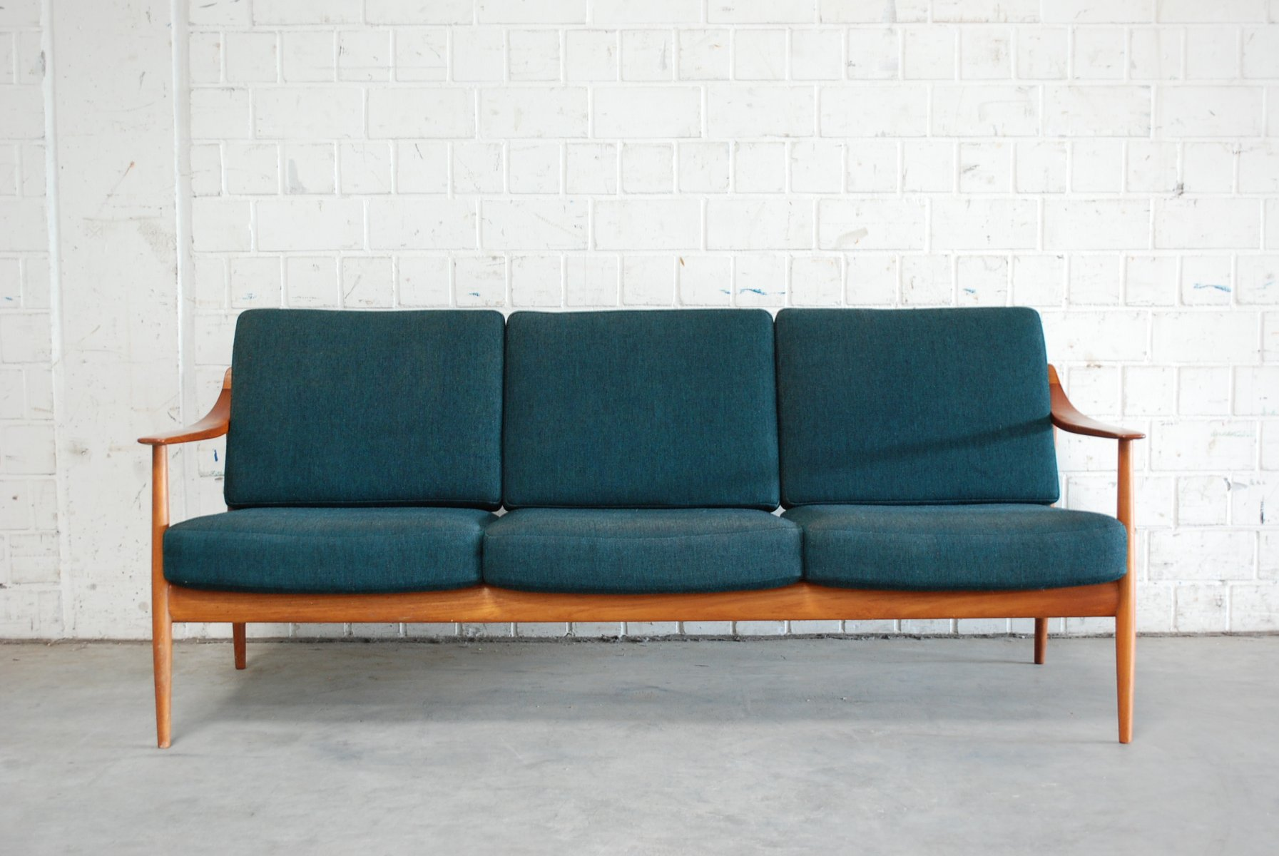 knoll sofas sale 100 images knoll isabelle sofa sale. Black Bedroom Furniture Sets. Home Design Ideas