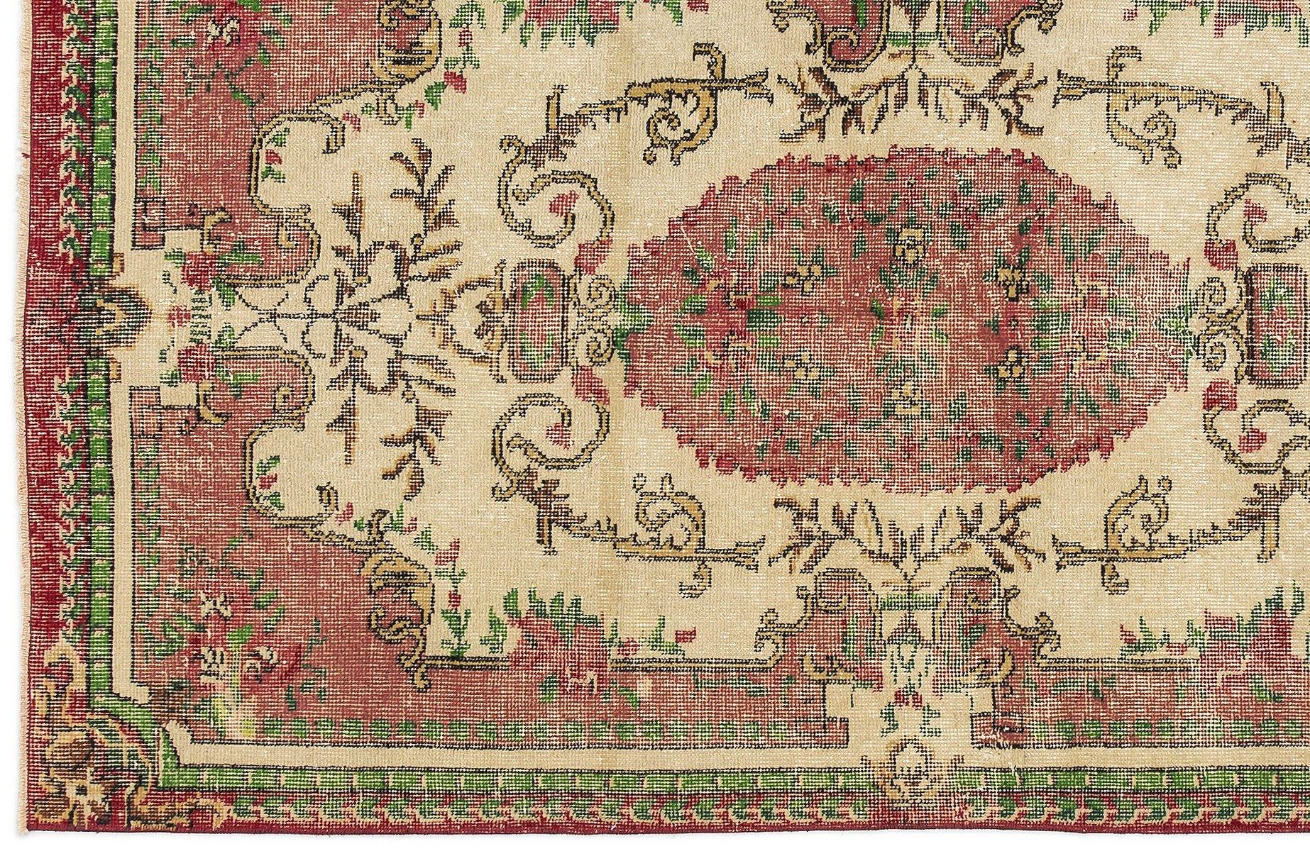berf rbter vintage teppich in rot gr n bei pamono kaufen. Black Bedroom Furniture Sets. Home Design Ideas