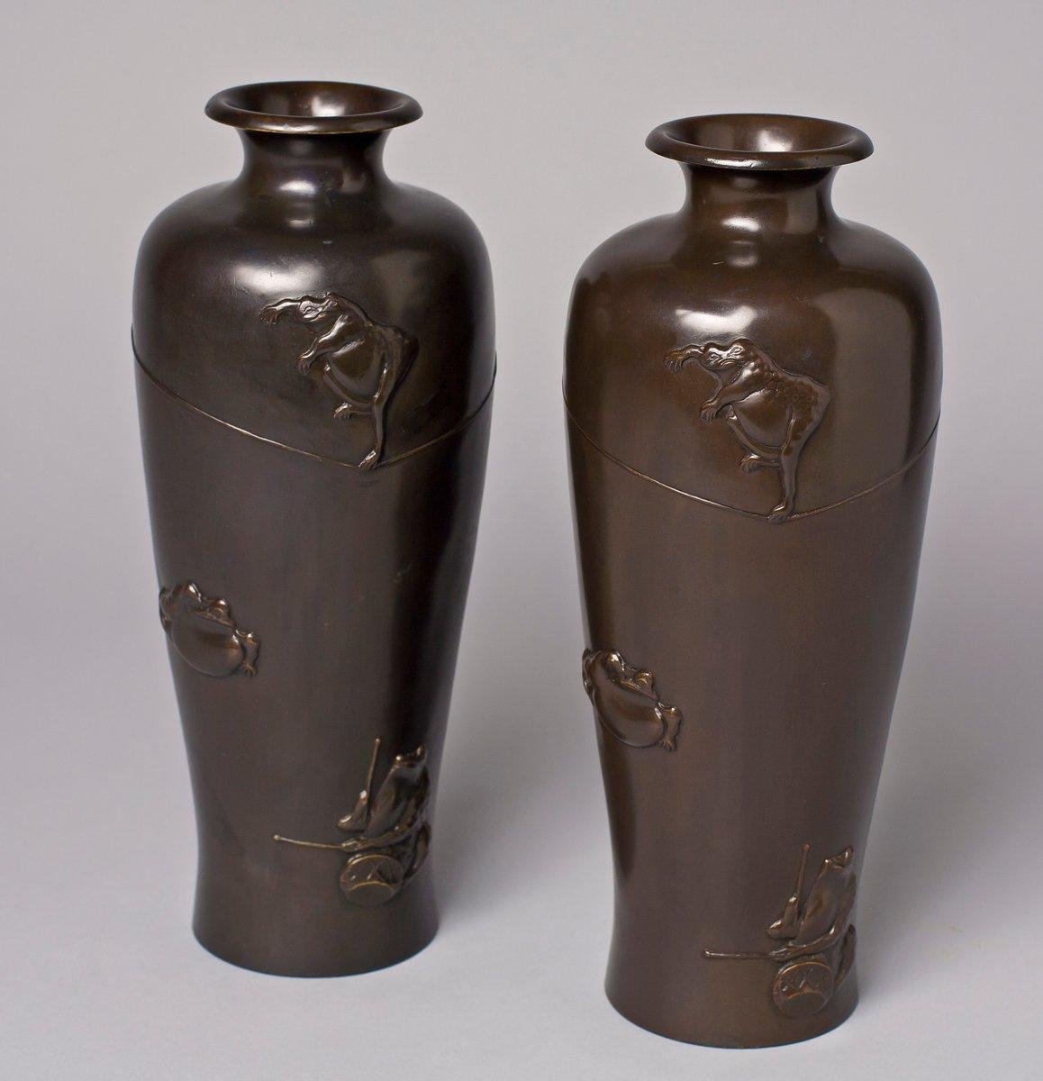 japanische messing vasen mit darstellung vorf hrender fr sche 2er set bei pamono kaufen. Black Bedroom Furniture Sets. Home Design Ideas