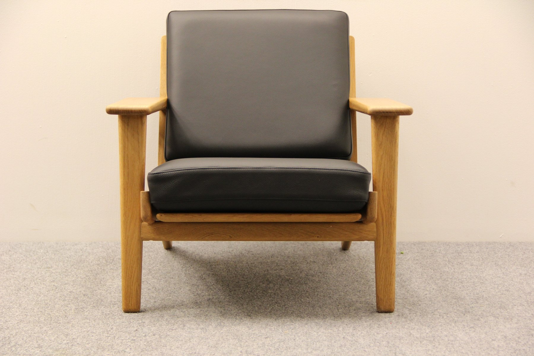 Great Black Leather GE 290 Easy Chair By Hans J. Wegner For Getama For Sale At  Pamono