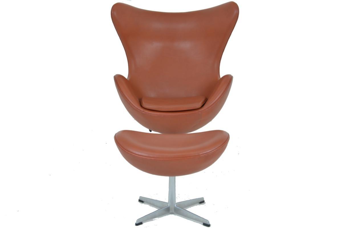 egg chair footstool by arne jacobsen for fritz hansen. Black Bedroom Furniture Sets. Home Design Ideas