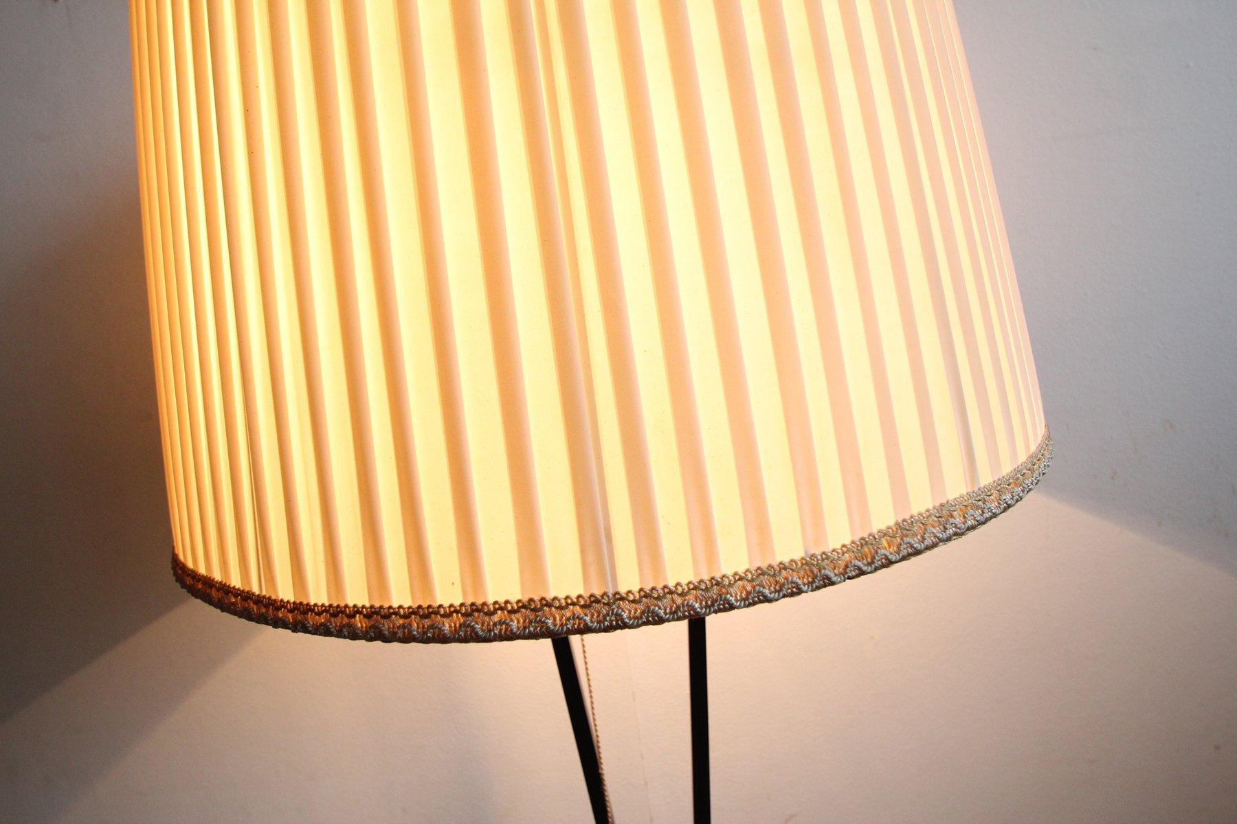stehlampe aus messing schwarz lackiertem metal 1950er. Black Bedroom Furniture Sets. Home Design Ideas