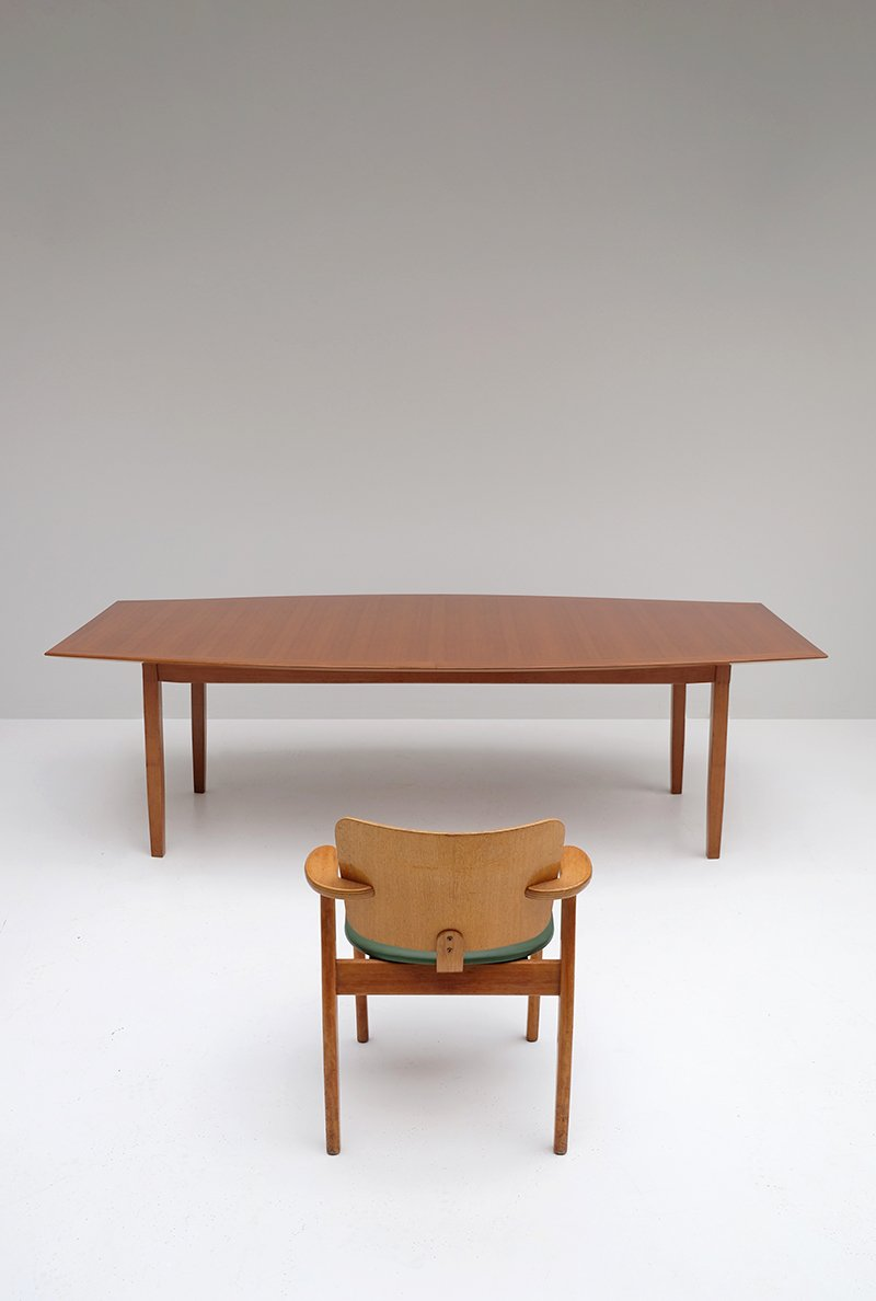 Walnut Dining Table By Florence Knoll For Knoll