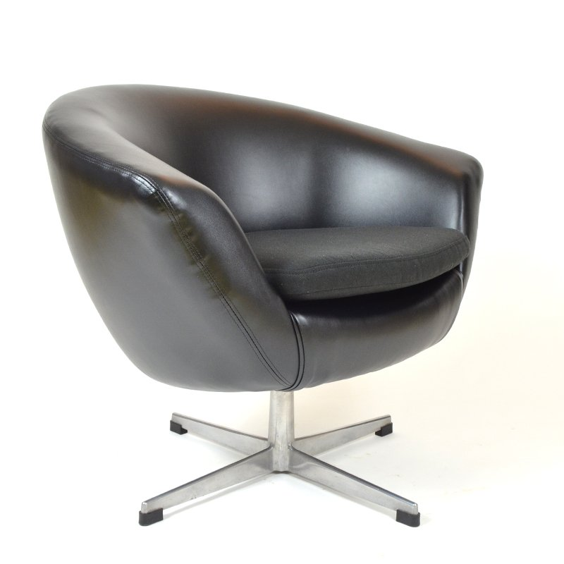 schwarzer kunstleder egg chair von up zavody rousinov bei pamono kaufen. Black Bedroom Furniture Sets. Home Design Ideas