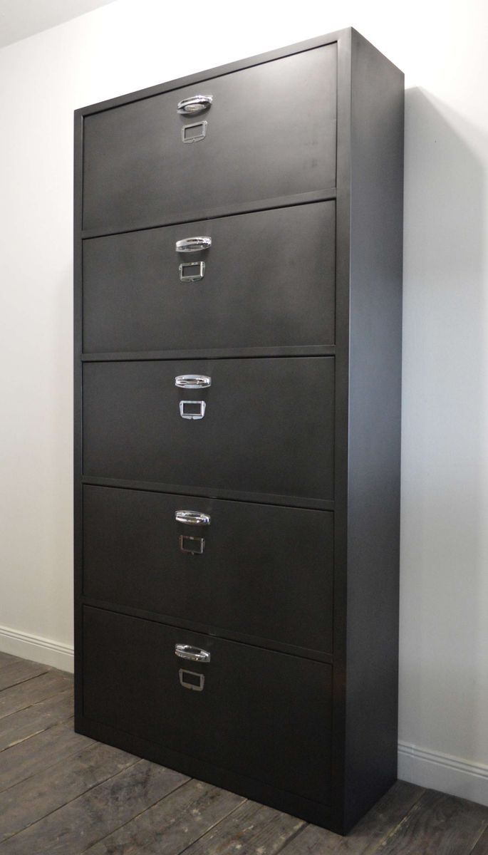 industrieller franz sischer schuhschrank 1960er bei. Black Bedroom Furniture Sets. Home Design Ideas