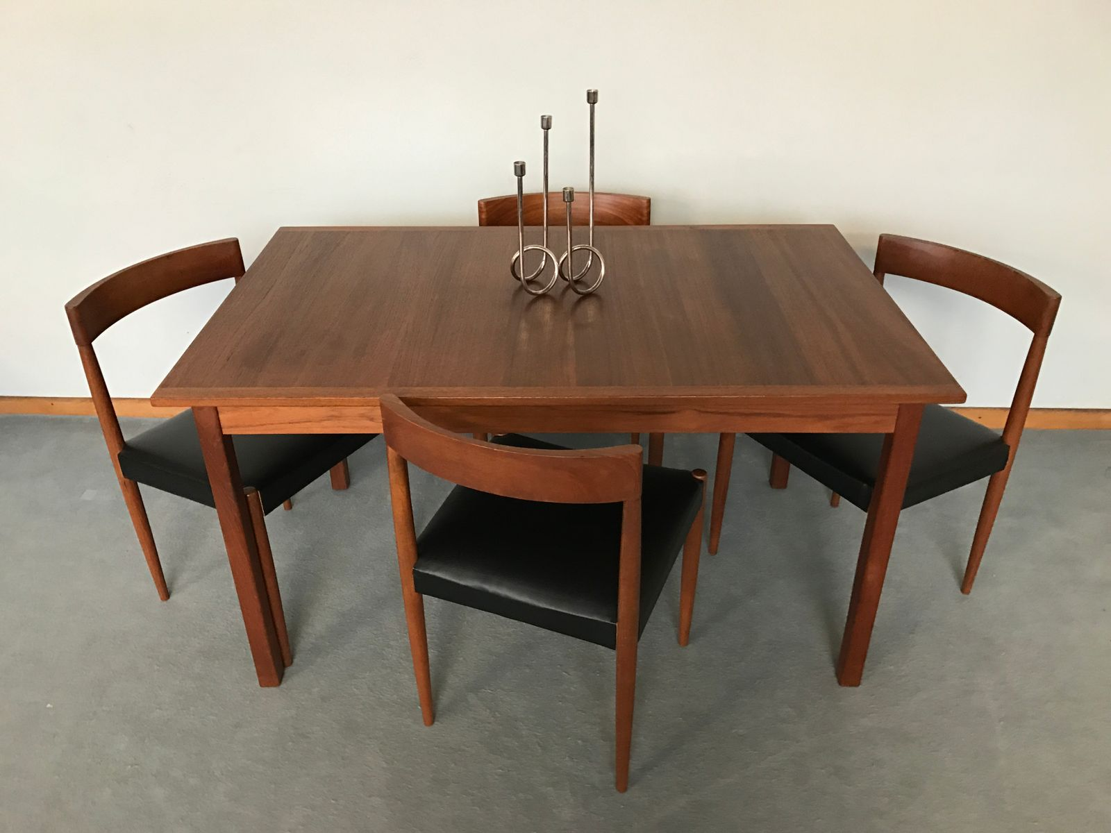 Table de salle manger vintage scandinave en teck par for Table de salle a manger scandinave