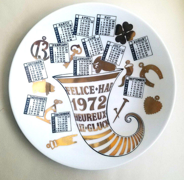 jahr 1972 porzellan kalender teller von piero fornasetti. Black Bedroom Furniture Sets. Home Design Ideas