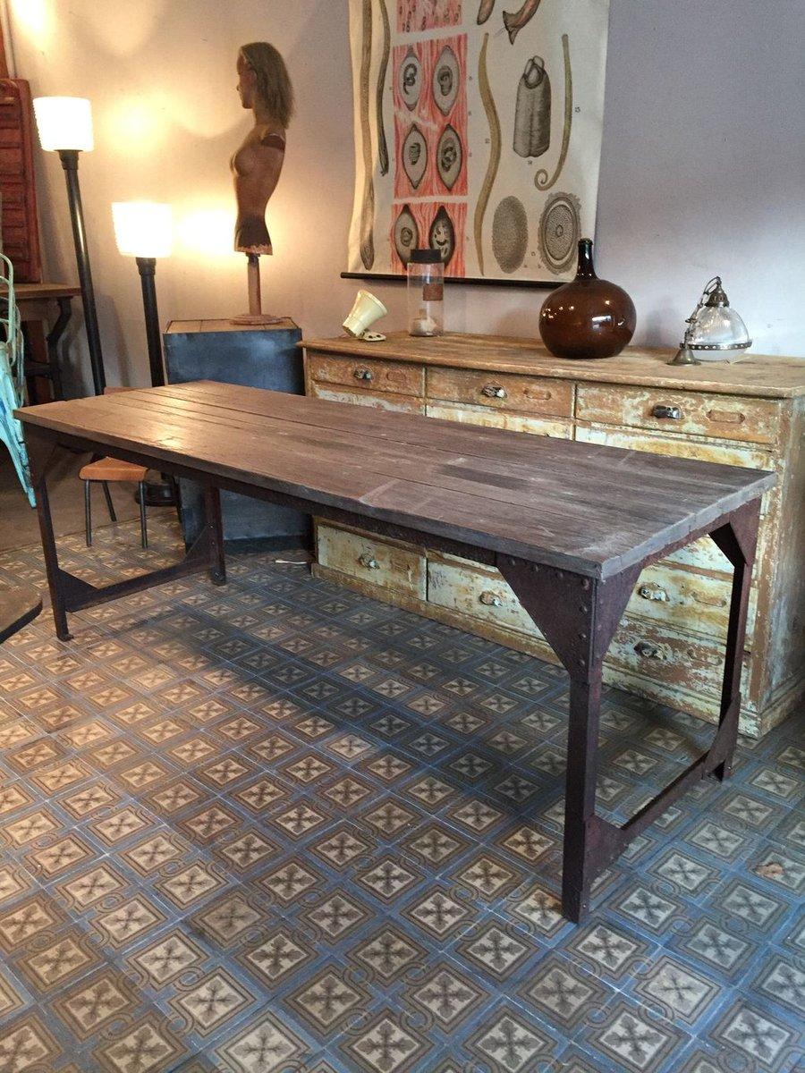 Tavolo da pranzo industriale in metallo e legno, Francia in ...